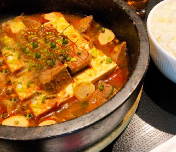 牛タンと豆腐の激辛石焼き煮込み定食 1,150円(税込1,265円)