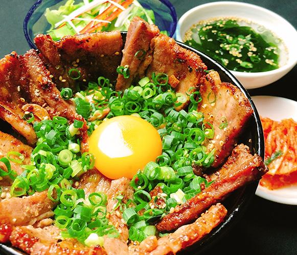炭火豚丼 1,050円(税込1,155円)